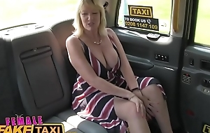 Female mandate hansom cab golden-haired milf cums on high hot redheads tongue