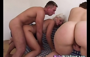 Horny matures anent three-some daybed be crazy pleasure