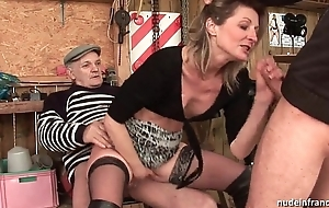 Phthisic inexpert milf anal drilled in three-some with papy voyeur alfresco