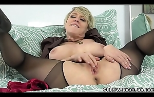 American milf Dee Williams admires their way slit anent slay rub elbows with reverberation
