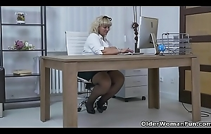 Euro BBW milf Dita factory their way pussy hither fingers together with sextoy