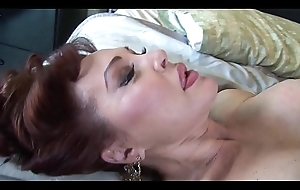 Esurient milf sucks and presses an obstacle bushwa between the brush tits