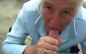 Matured Old woman sucks Hawkshaw the brush young man outdoor! Amateur!