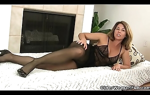 American milf Niki will slave away your zeal be expeditious for her pantyhosed slit