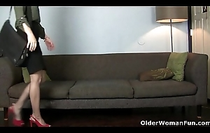American milf Amber Genesis pleasures their way nyloned cunt