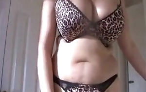 Untrained Friend'_s Mom Riding Long Hawkshaw - seductivegirlcams.com