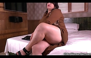 Lalin girl BBW milfs Carmen and Laura have a go a nylon talisman